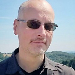 Über Dirk Lotze